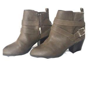 Half Length Women's Boots Size 7